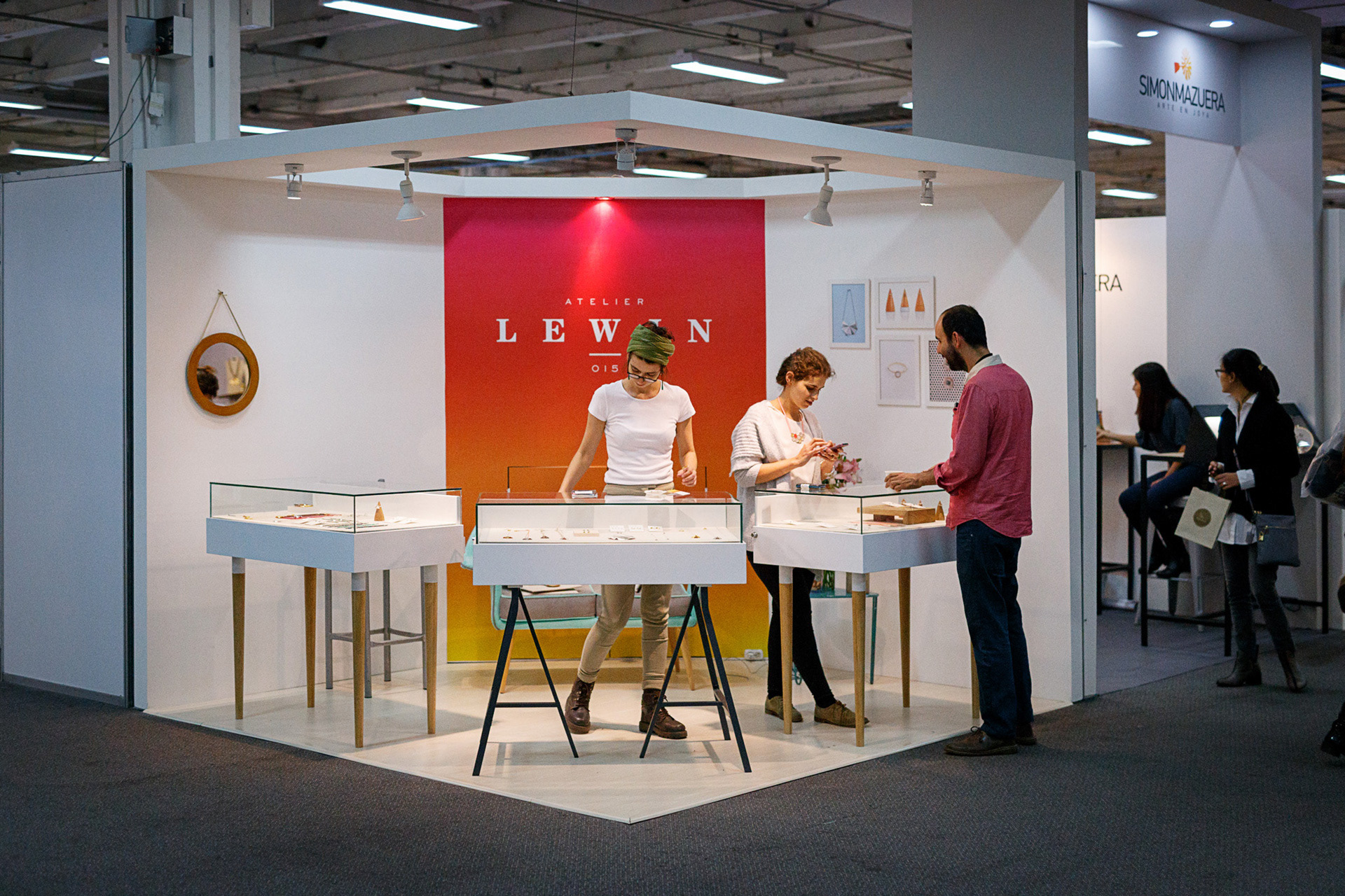 Dise O Interior Roko Design Stand Atelier Lewin Joyer A # Muebles Para Joyeria