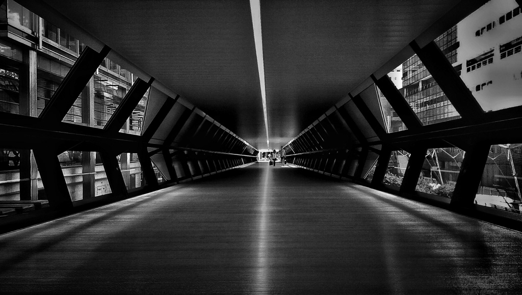 Leading lines in Canary Wharf Tunnel