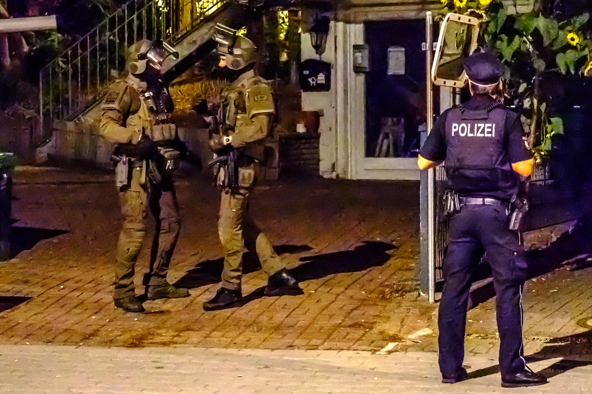 Michael Arning - 2018-10-13 Waffennarr aus Rahlstedt randaliert in WG
